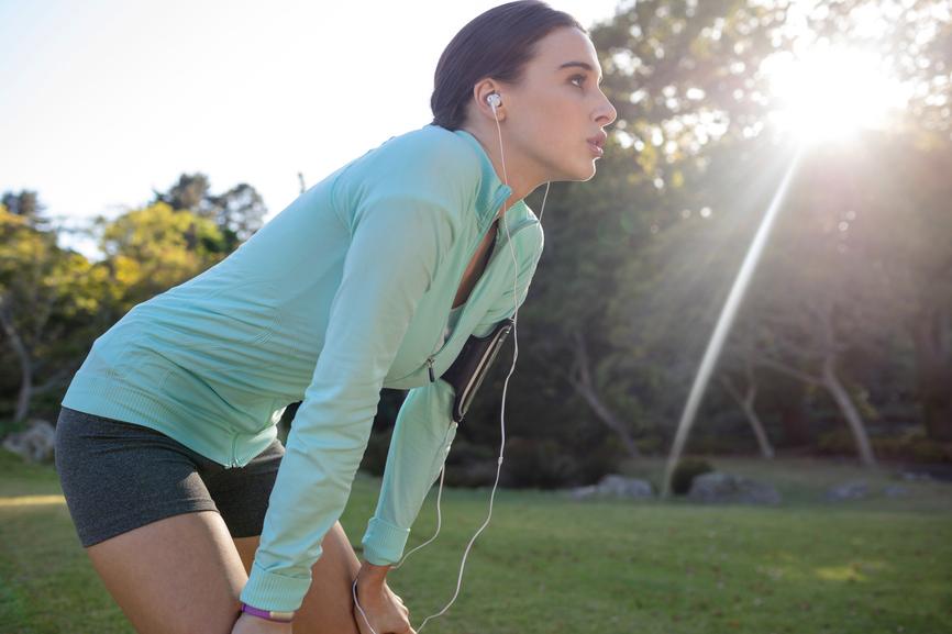 Frau beim Sport für die Herzgesundheit